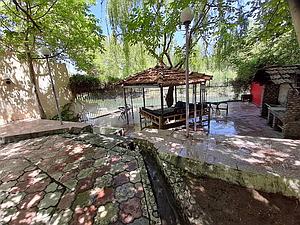 ویلای استخردار در باغ بهادران